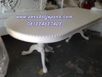 Meja Makan Oval Putih