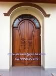 Kusen Daun Pintu Rumah Utama Model Lengkung