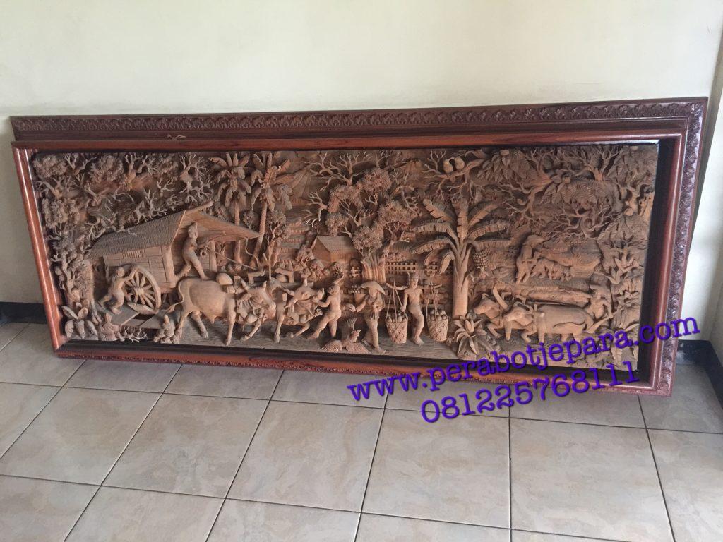 Hiasan dinding relief ukiran jepara motif alam pedesaan